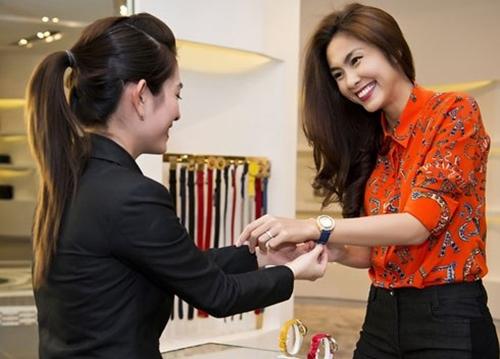 Đồng hồ Versace Tăng Thanh Hà